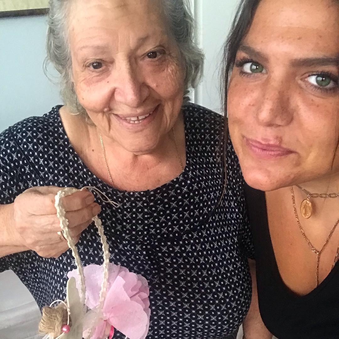 Η Δανάη Μπάρκα σε φωτογραφία της στο Instagram μαζί με την αγαπημένη της γιαγιά Τούλα