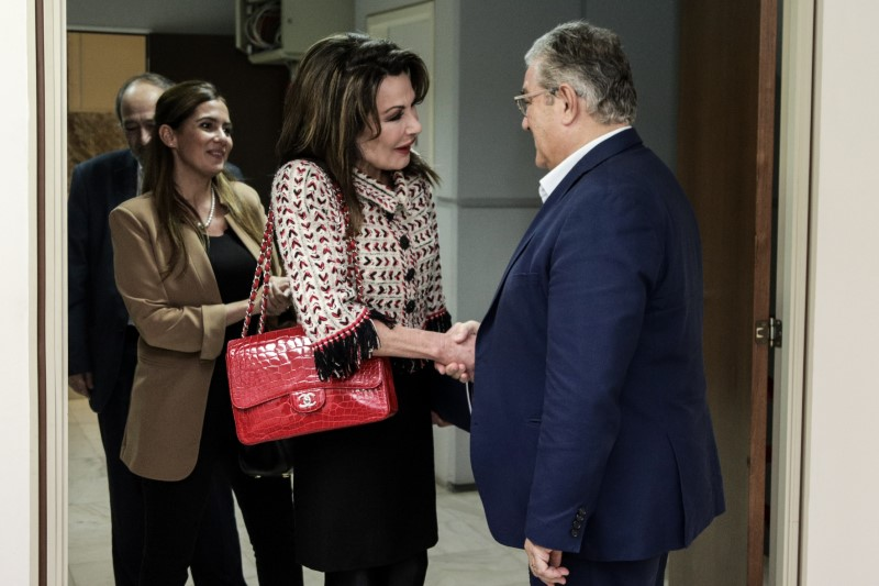 O γ.γ. του ΚΚΕ Δημήτρης Κουτσούμπας υποδέχεται στον Περισσό την Γιάννα Αγγελοπούλου
