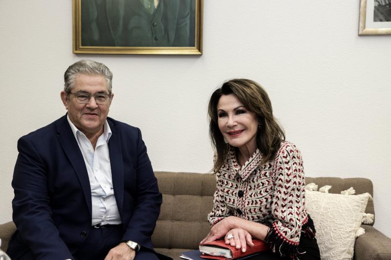 Η πρόεδρος της επιτροπής «Ελλάδα 2021» Γιάννα Αγγελοπούλου και ο γ.γ. του ΚΚΕ Δημήτρης Κουτσούμπας