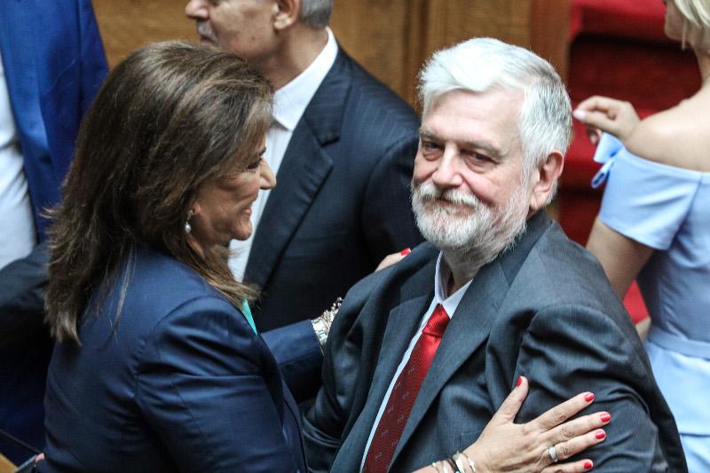 Ντόρα Μπακογιάννη, Γιάννης Λοβέρδος στην ορκωμοσία στη Βουλή