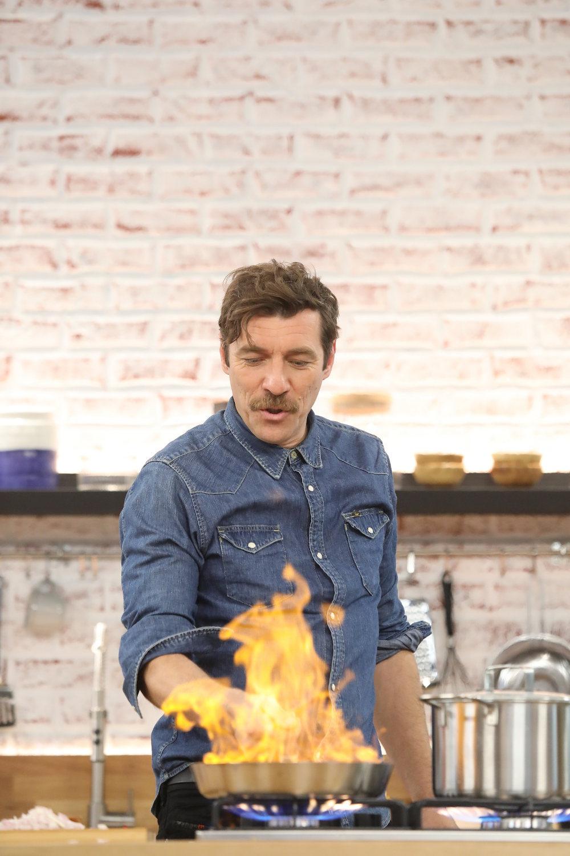 Φωτιά στα τηγάνια βάζει ο Γιάννης Στάνκογλου στην εκπομπή Food n' Friends