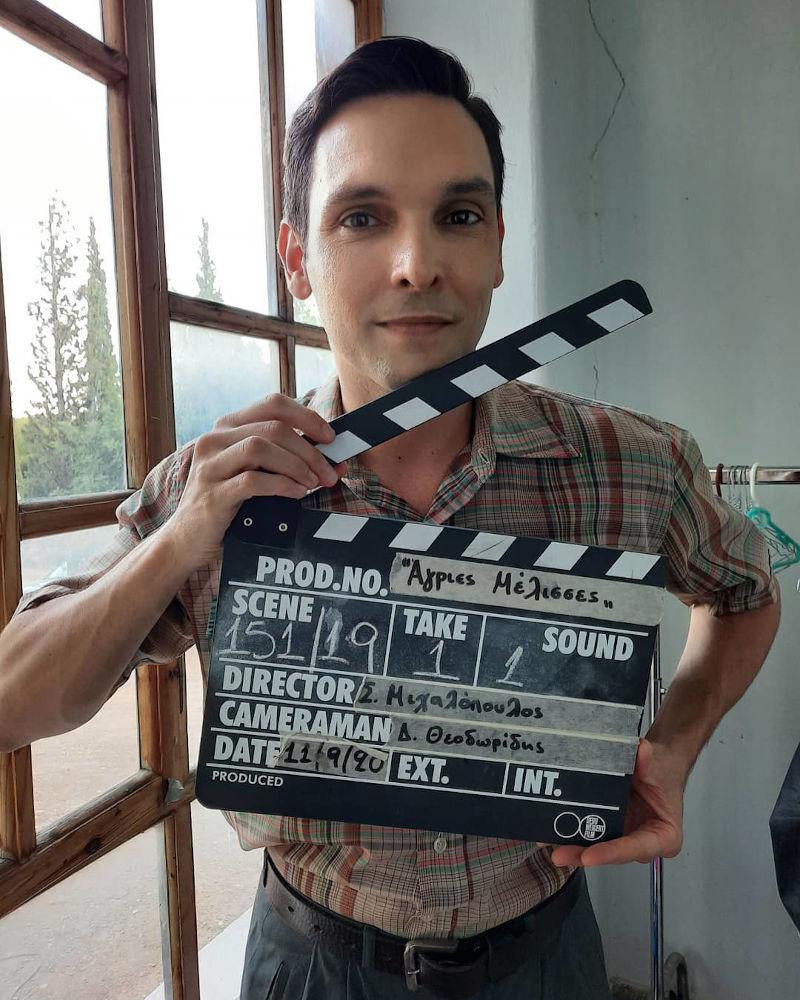 Ο Ιωάννης Αθανασόπουλος που υποδύεται τον Γιάννο, στα γυρίσματα της σειράς «Άγριες Μέλισσες»