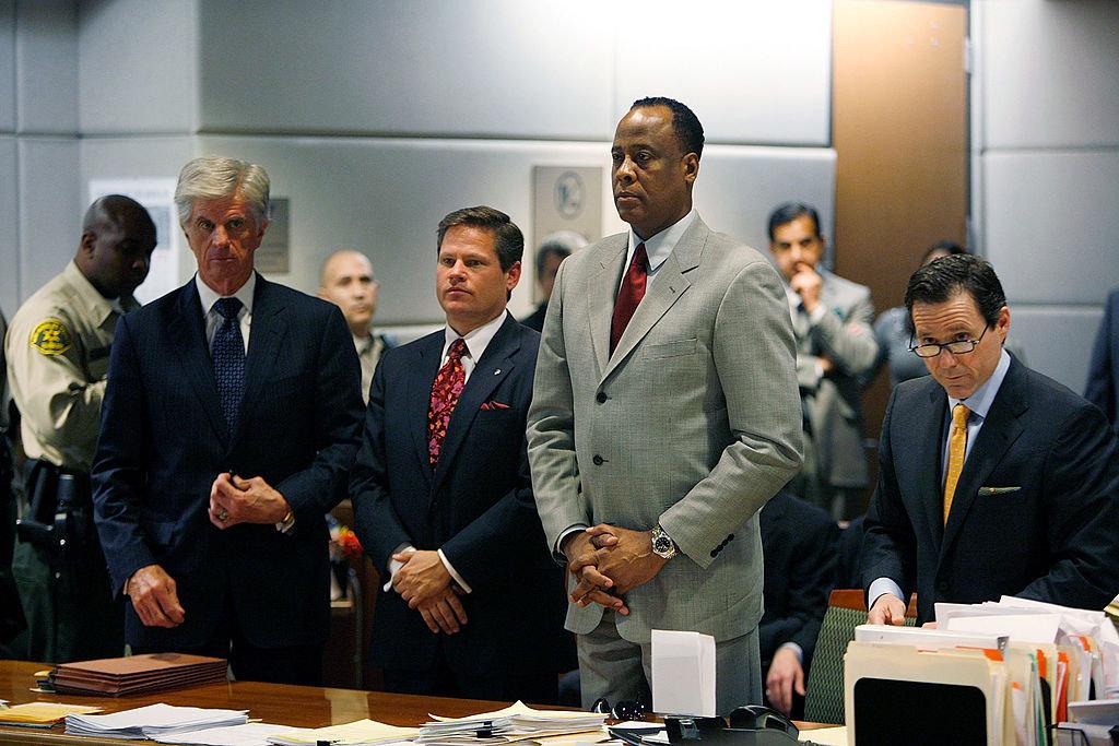 O προσωπικός γιατρός του Μάικλ Τζάκσον, Κόνραντ Μάρεϊ αντιμετώπισε κατηγορίες για ανθρωποκτονία από αμέλεια μετά τον θάνατο του τραγουδιστή