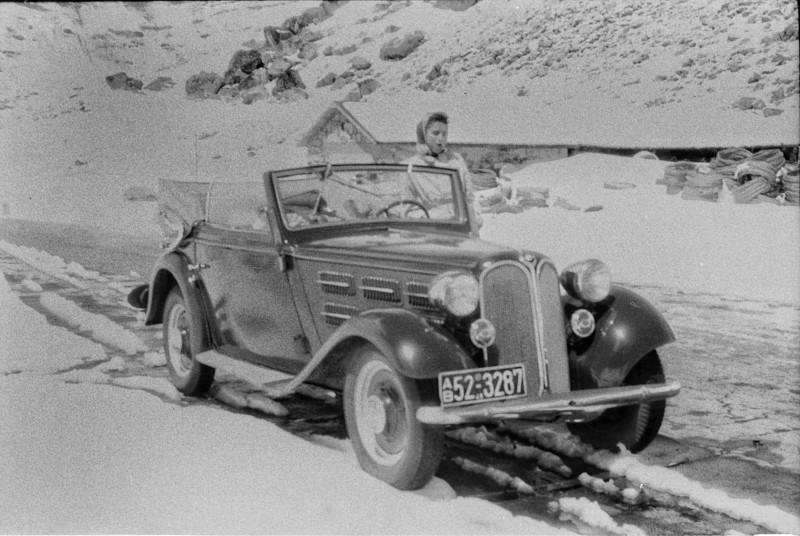 Το αυτοκίνητο που χρησιμοποιούσε το ζευγάρι έχει ταυτοποιηθεί και οι πινακίδες του έχουν εκδοθεί στο Μόναχο το 1948