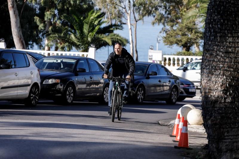 Ο Γιώργος Αμυράς κάνει ποδήλατο