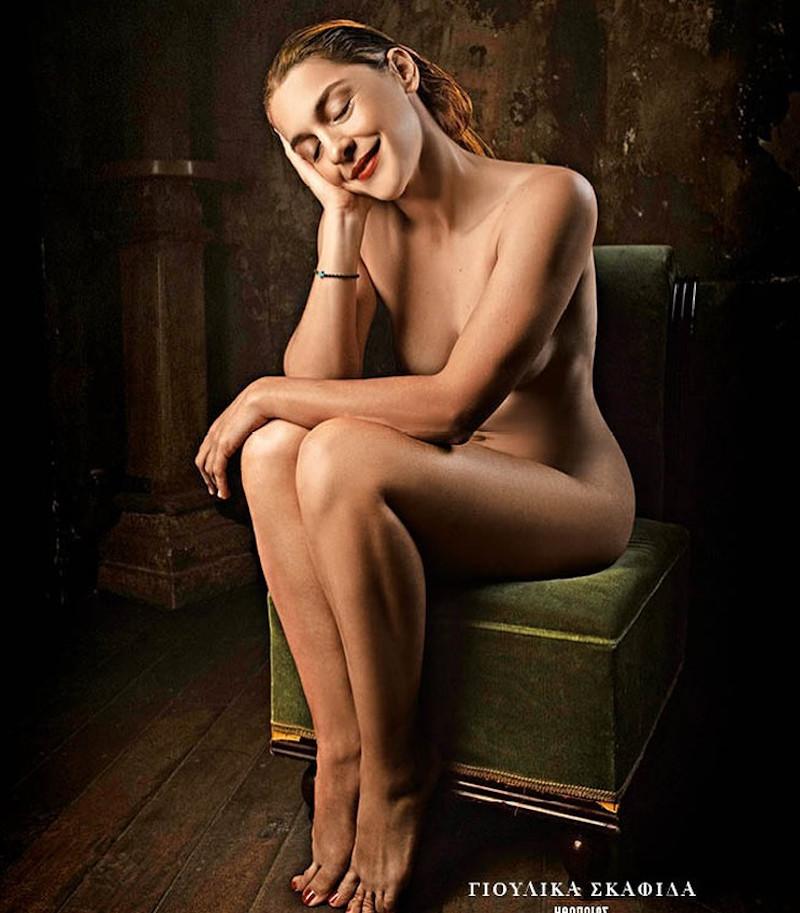 Η ηθοποιός Γιουλίκα Σκαφιδά γυμνή