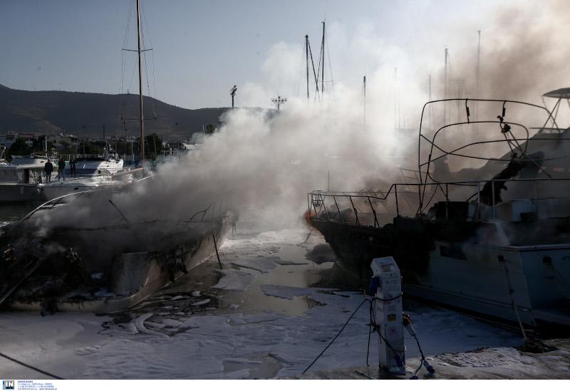 Φωτιά σε σκάφη στη Γλυφάδα