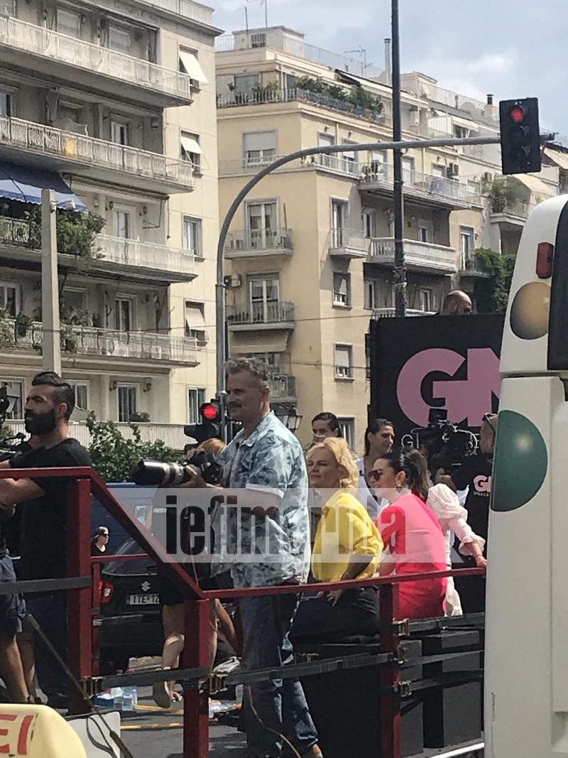 Η Ελενα Χριστοπούλου στο φορτηγό που πέρασε από το κέντρο της Αθήνας
