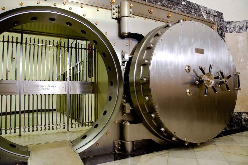 Ίσως μία από τις ελάχιστες τράπεζες που έχει αίθουσα που πλημμυρίζει για την αποφυγή ληστείας