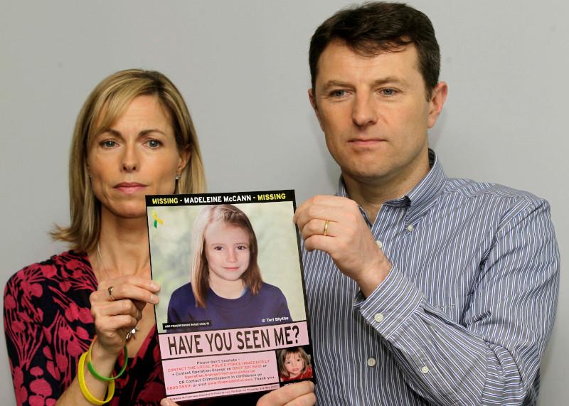 Οι γονείς της Μαντλίν, Κέιτ και Τζέρι, γιατροί στο επάγγελμα, δεν έπαψαν στιγμή να αναζητούν την εξαφανισμένη κόρη τους