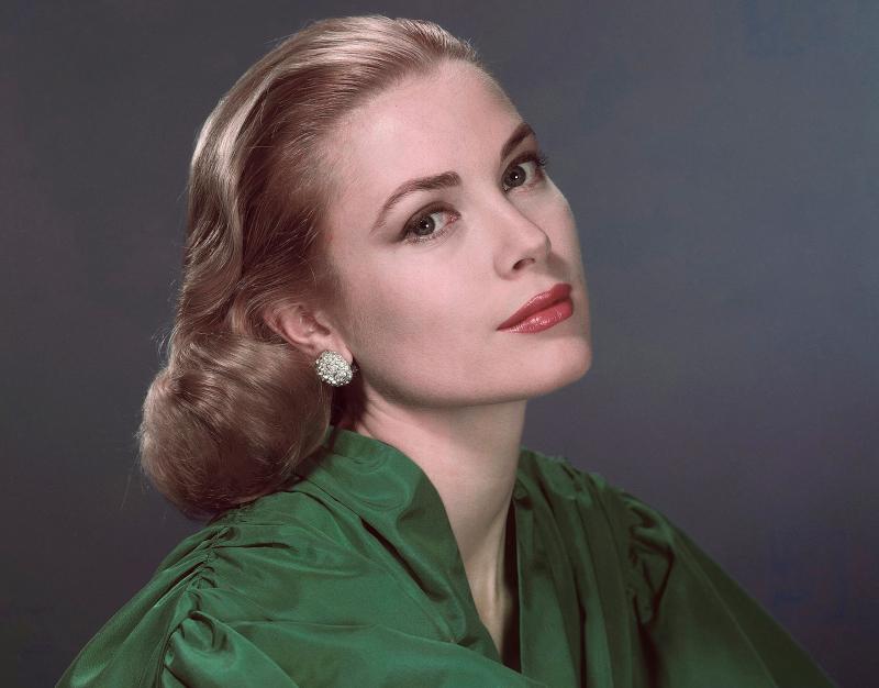 Η Γκρέις Κέλι με πράσινο φόρεμα