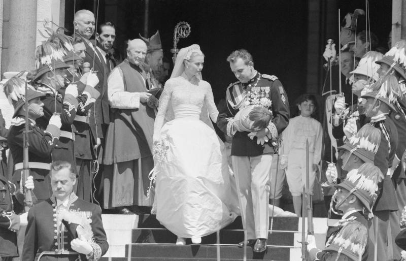 Ο λαμπερός γάμος της Γκρέις Κέλι και του πρίγκιπα Ρενιέ του Μονακό
