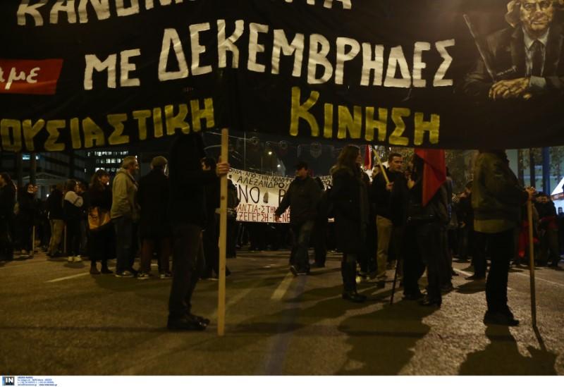 Σε εξέλιξη η πορεία της την 11η επέτειο δολοφονίας του Αλ. Γρηγορόπουλου στην Αθήνα