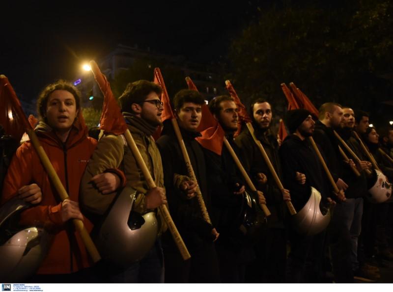 Σε εξέλιξη βρίσκεται αυτή την ώρα και η συγκέντρωση αντιεξουσιαστών στην πλατεία της Καμάρας, στη Θεσσαλονίκη