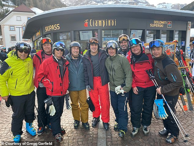 ο 54χρονος με την παρέα του σε εκδρομή για σκι στη Βόρεια Ιταλία
