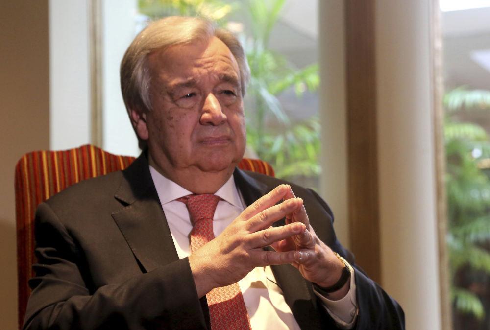 Ο γγ του ΟΗΕ Αντόνιο Γκουτέρες με τα χέρια ενωμένα στα δάχτυλα μπροστά του