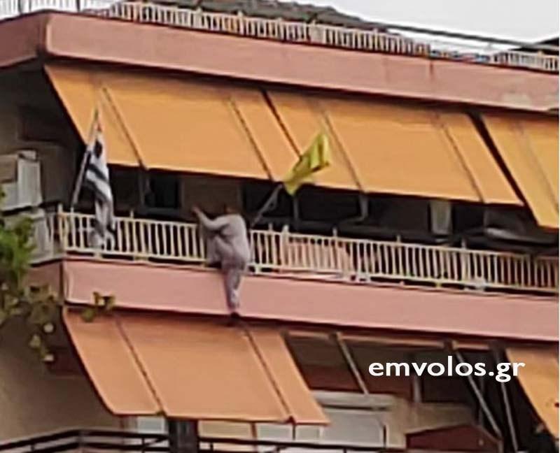 Η γυναίκα κρεμόταν από το μπαλκόνι του 4ου ορόφου