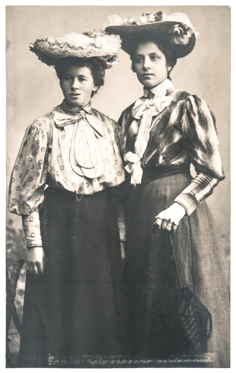 vintage φωτογραφία με δυο γυναίκες