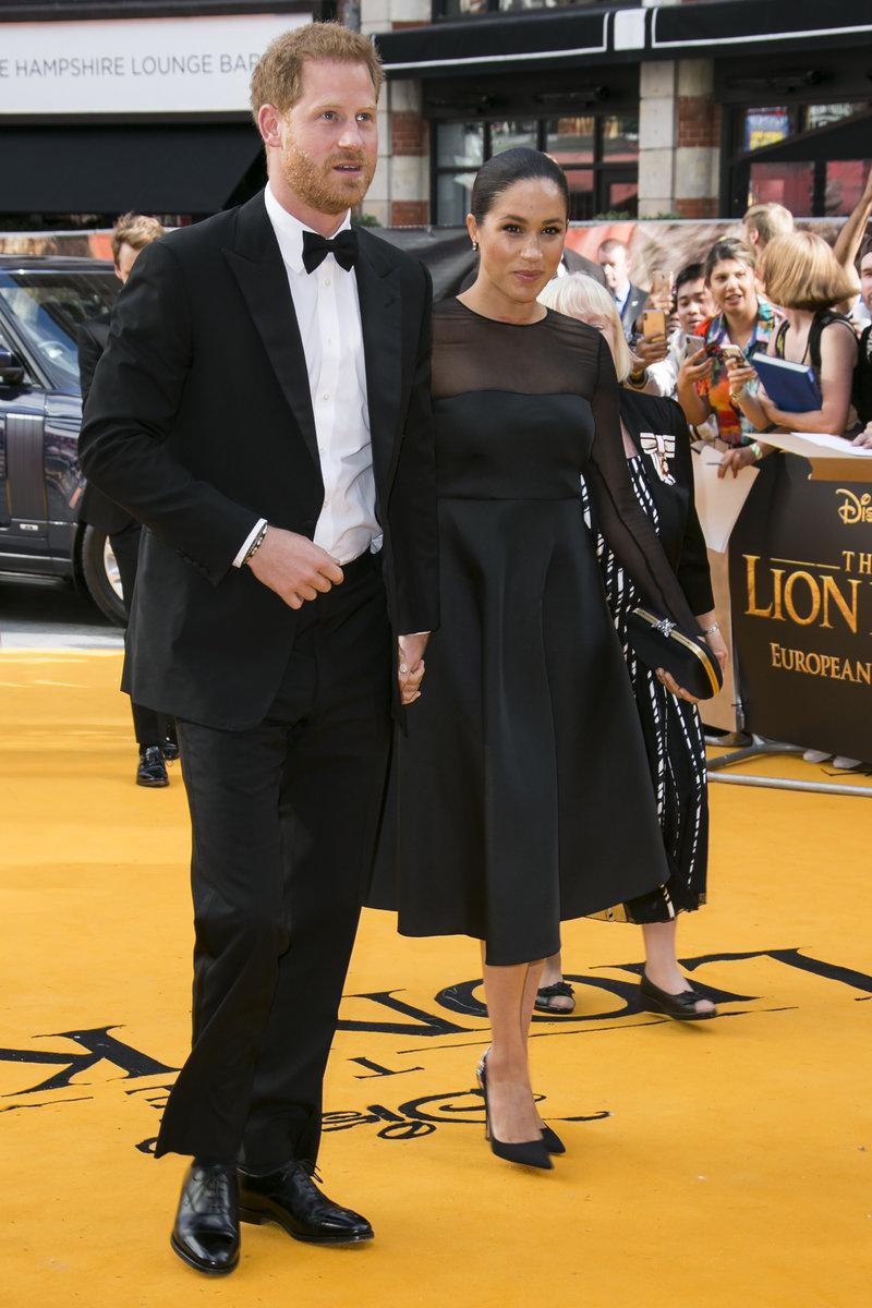 Πρίγκιπας Χάρι και Μέγκαν Μαρκλ φτάνουν στην πρεμιέρα του Lion King στο Λονδίνο