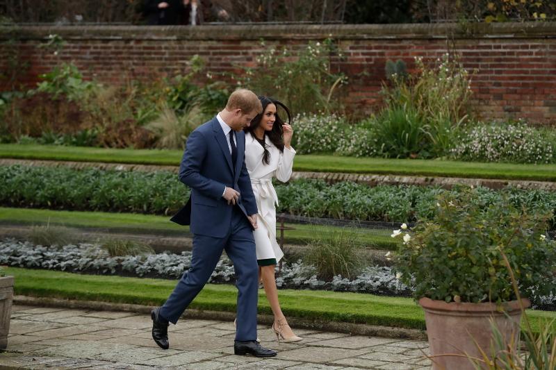 Η Μέγκαν Μαρκλ με τον πρίγκιπα Χάρι κάνουν βόλτα σε κήπο