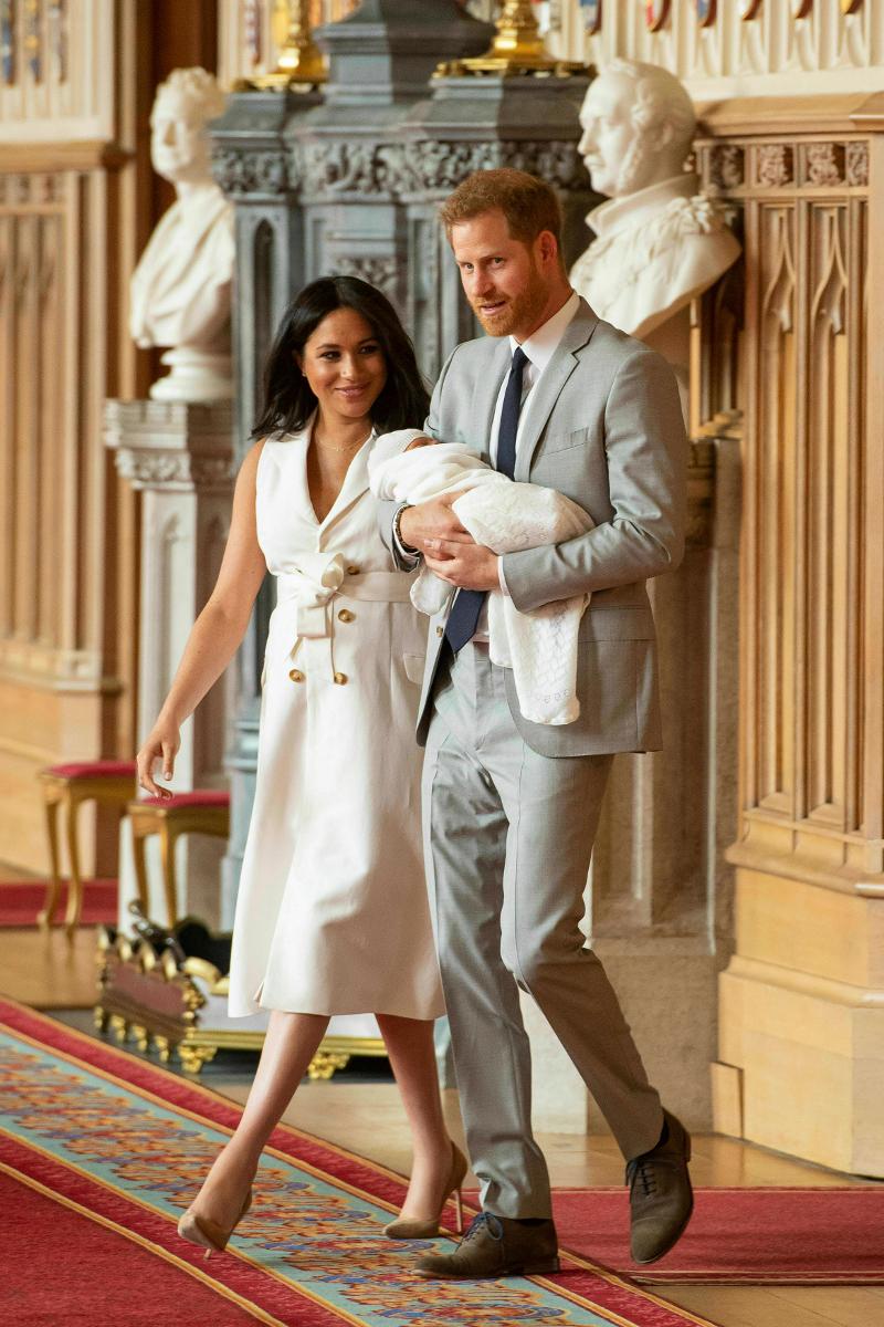 Η Μέγκαν Μαρκλ και ο πρίγκιπας Χάρι αγκαλιά με το μωρό τους