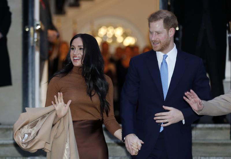Πρίγκιπας Χάρι και Μέγκαν Μαρκλ πιασμένοι χέρι-χέρι