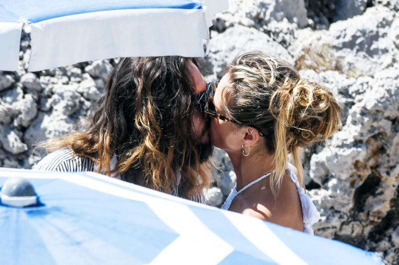 Χάιντι Κλουμ Τομ Κολιτζ φιλί μετά το γάμο στο Κάπρι