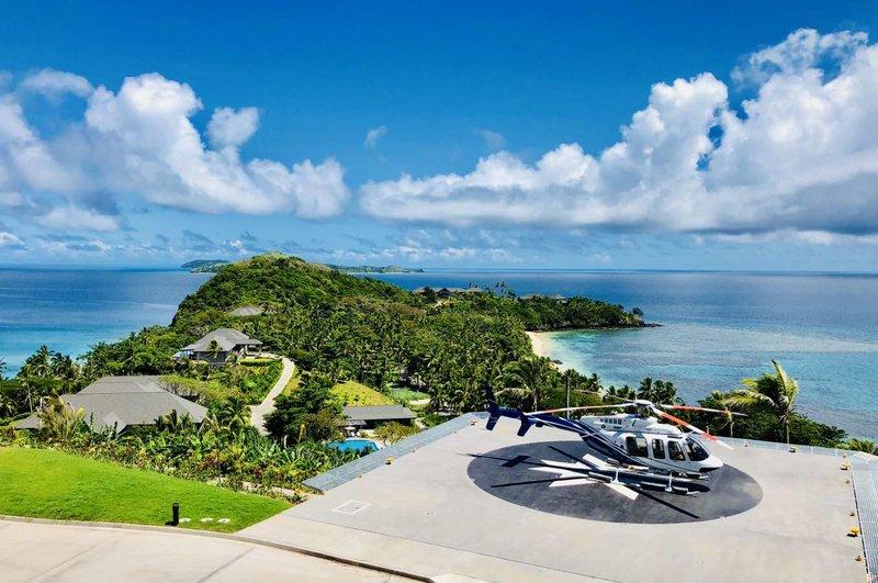Το νησί διαθέτει και ελικοδρόμιο για να φτάνετε με στυλ