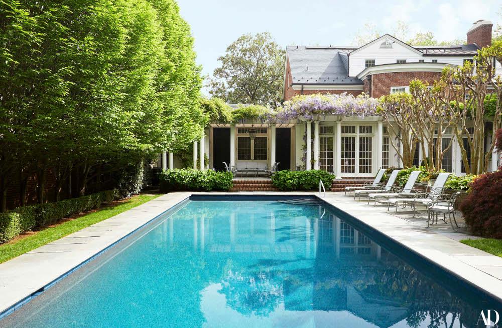 Η μεγάλη πισίνα του σπιτιού της Χίλαρι Κλίντον, γύρω από την οποία γίνονται πολλά κοκτέιλ πάρτι