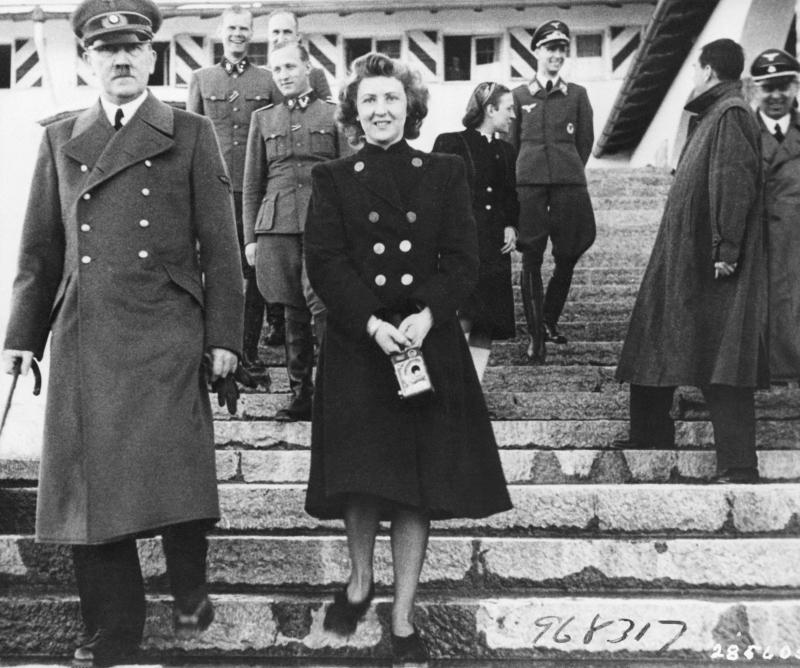 Ο Αδόλφος Χίτλερ με τη σύζυγό του Εύα Μπράουν