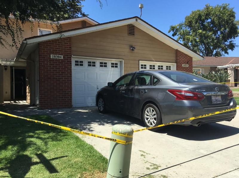 ο αυτοκίνητο μέσα στο οποίο εγκλωβίστηκε η μικρή και πέθανε από θερμοπληξία, παρκαρισμένο έξω απ' το σπίτι της οικογένειάς της στο Σαν Ντιέγκο της Καλιφόρνια.