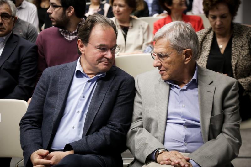 Ο Γιώργος Παπακωνσταντίνου συζητά με τον Τάσο Γιαννίτση