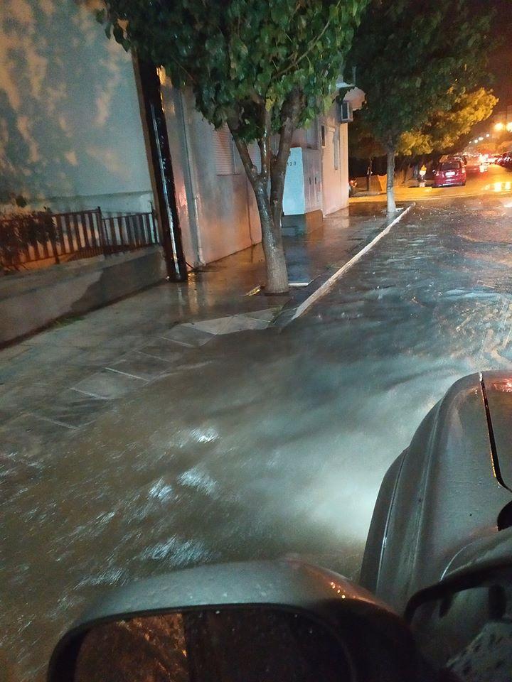 Πλημμυρισμένος δρόμος στην Ιεράπετρα