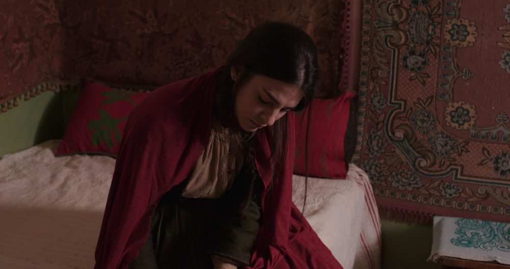 Η Ιφιγένεια παριστάνει την Τουρκάλα στο πλάι του Αλή στη σειρά «Το Κόκκινο Ποτάμι»