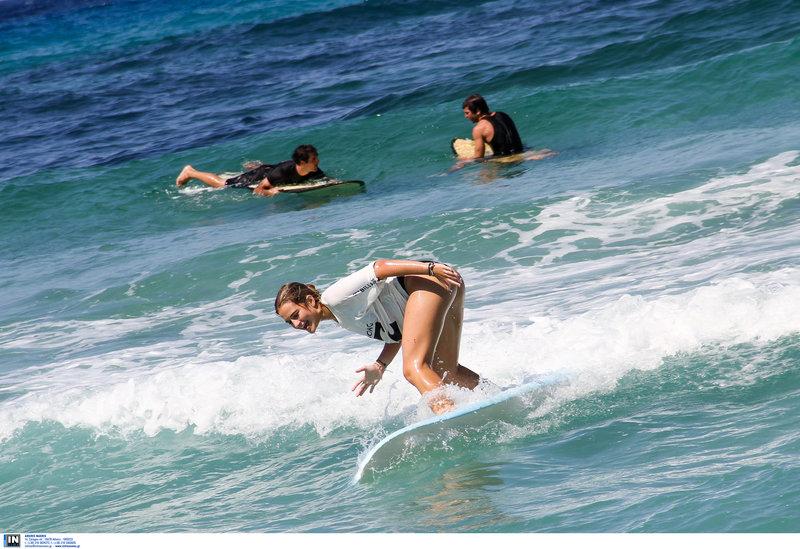 Τα κύματα του Ικάριου πελάγους κάνουν μοναδικό το νησί για τους λάτρεις του σπορ -