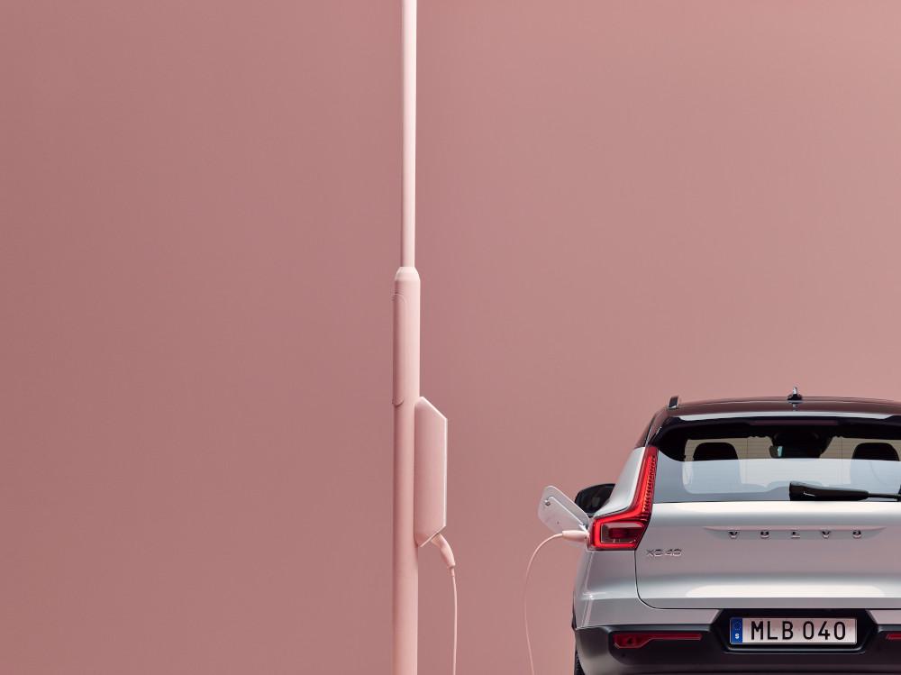 H Volvo αποκαλύπτει το ηλεκτρικό XC40 φόρτιση