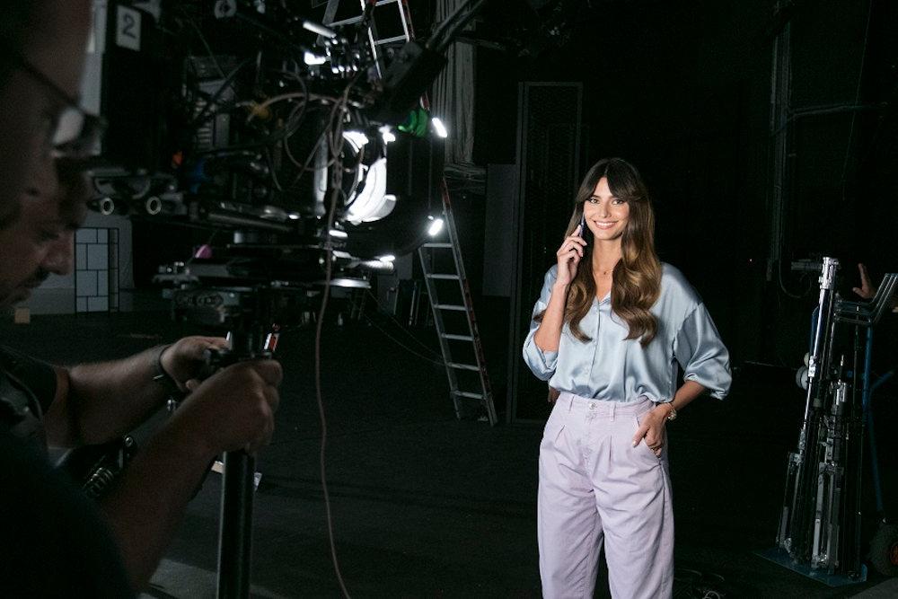 Backstage φωτογραφία από τα γυρίσματα του τρέιλερ της Ηλιάνας Παπαγεωργίου