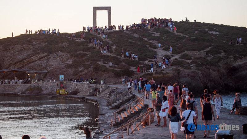 Εκατοντάδες τουρίστες στην Πορτάρα