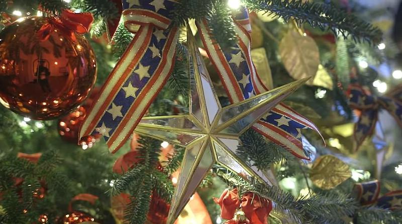 Ο πατριωτισμός ήταν το θέμα της φετινής Χριστουγεννιάτικης διακόσμησης του Λευκού Οίκου