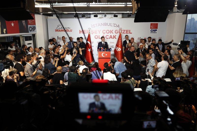 Ο Ιμάμογλου κάνει δηλώσεις μετά την νίκη του
