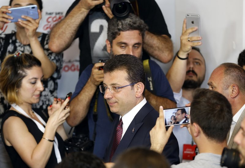Ο Ιμάμογλου μετά τον εκλογικό του θρίαμβο στην Κωνσταντινούπολη