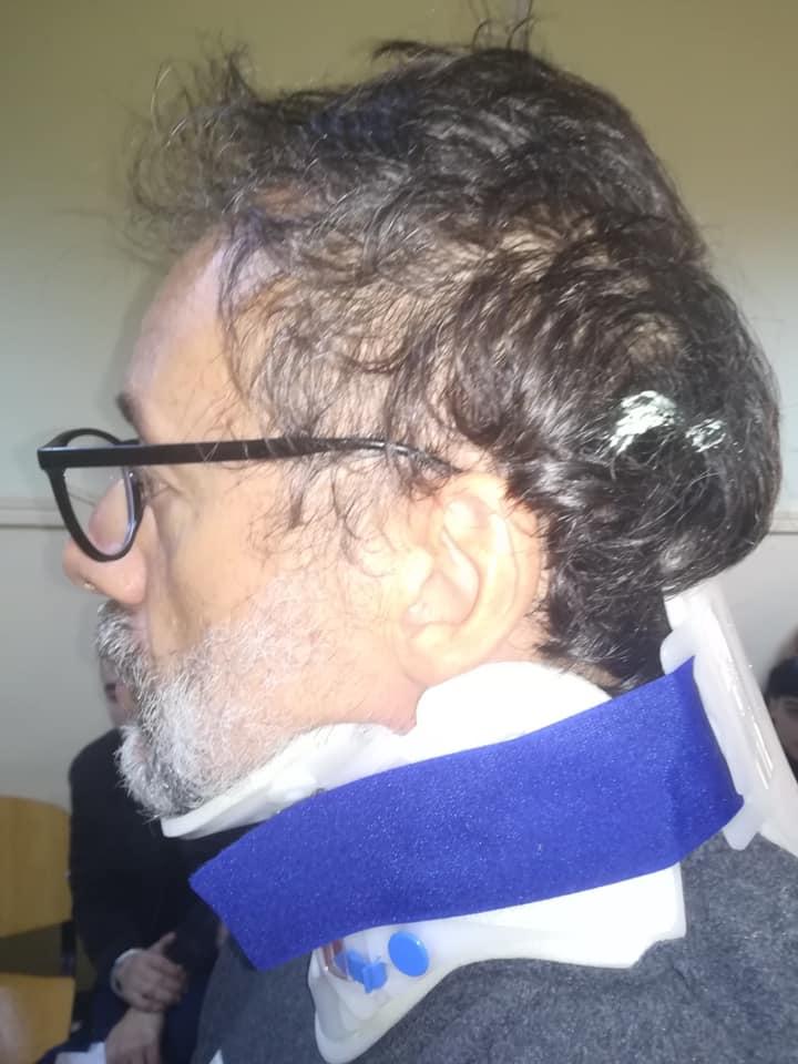 Ο Δημήτρης Ινδραές με κολάρο μετά την επιχείρηση της ΕΛ.ΑΣ. στην οδό Ματρόζου στο Κουκάκι