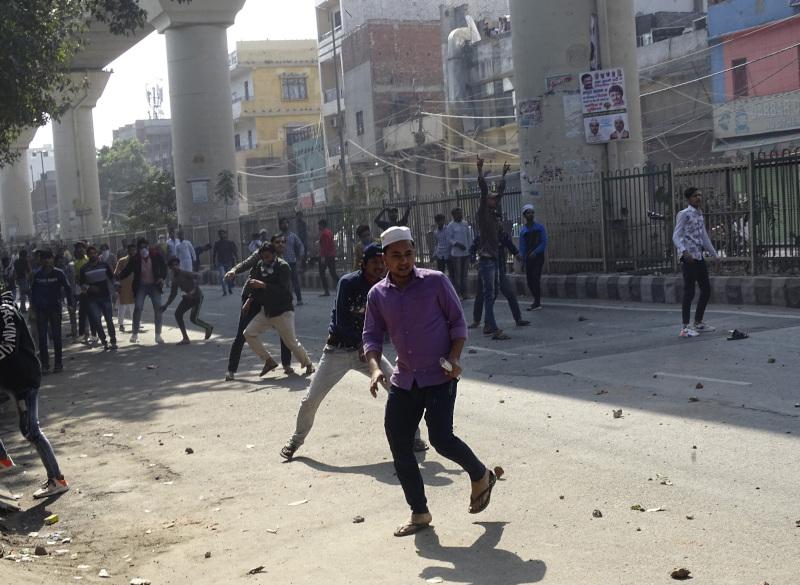 Πετροπόλεμος στην πρωτεύουσα της Ινδία