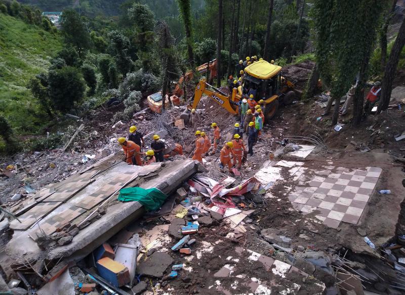 Το κτίριο που κατέρρευσε λόγω του μουσώνα στην Ινδία