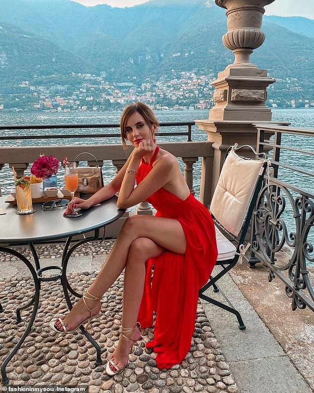 Η Barbora Ondrackova στο πέντε αστέρων Mandarin Oriental θέρετρο στη λίμνη Κόμο