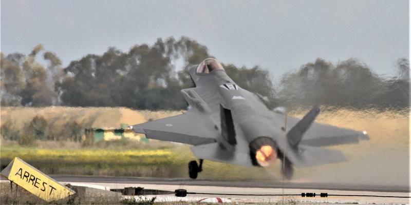 Εντυπωσιακή απογείωση μαχητικού από το αεροδρόμιο της Ανδραβίδας