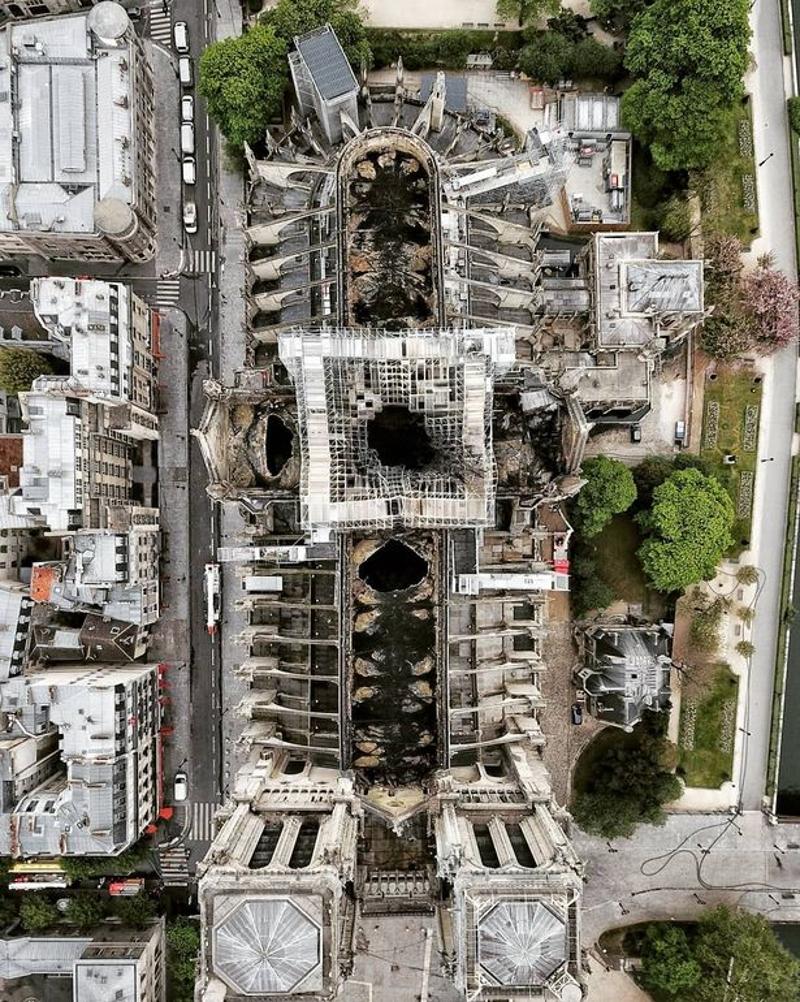 Η Παναγία των Παρισίων από ψηλά. Οι καταστροφές από τη φωτιά.
