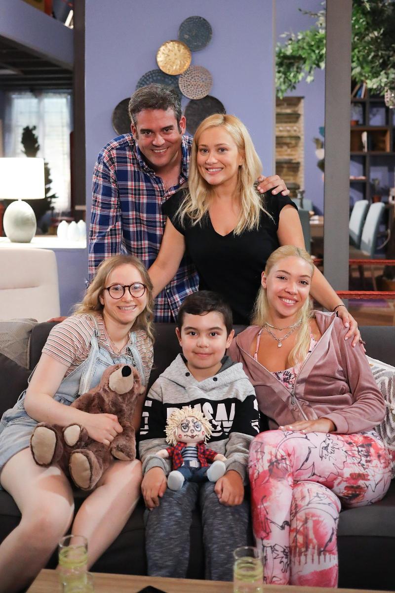 Πυγμαλίων Δαδακαρίδης και Ιωάννα Ασημακοπούλου σε μια μεγάλη οικογένεια για τη νέα σειρά του ΑΝΤ1, «Η Φαμίλια»