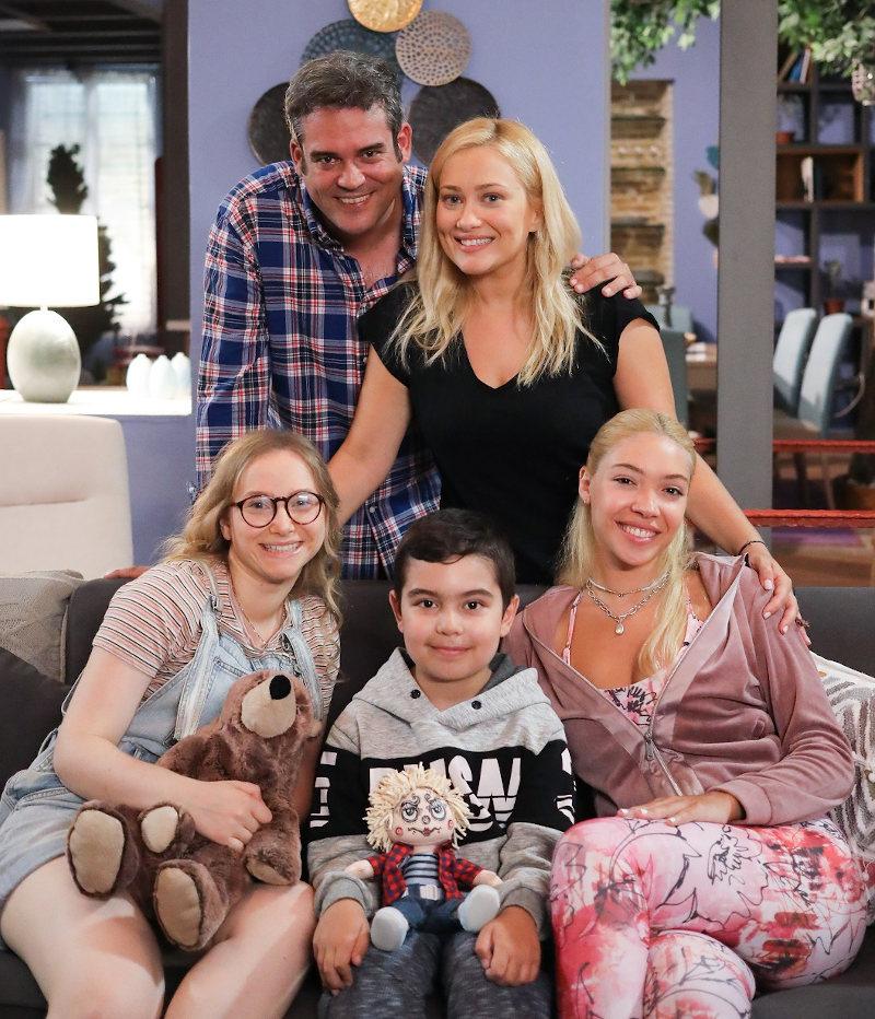 Η τηλεοπτική οικογένεια της Ιωάννας Ασημακοπούλου για την σειρά «Η Φαμίλια»