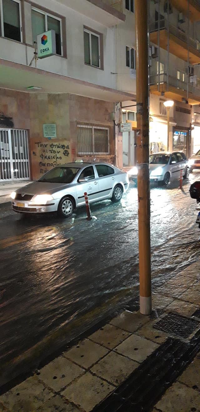 Πλημμυρισμένος δρόμος στο Ηράκλειο